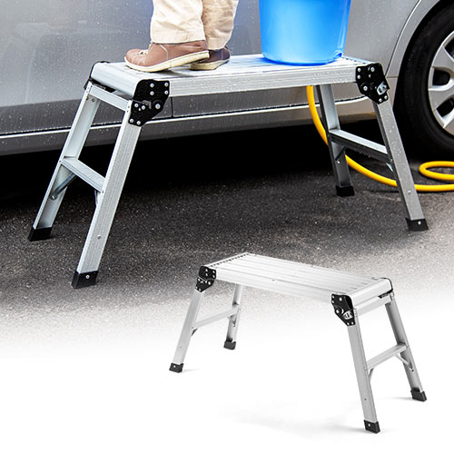 天板幅76cmで安心して足を乗せられる、幅広の足場台です。洗車などいろいろなシーンで役立ちます。水に強くサビにくいアルミ製です。収納に便利な折りたたみ式。
