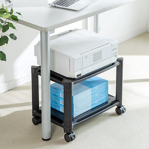 2段式のプリンター台です。キャスター付きで机下での使用におすすめです。 高さや段数を変更できるので小型のマルチラックとしても使えます。