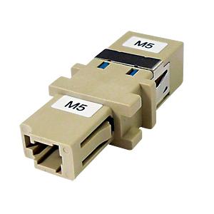 光ファイバケーブルを簡単に延長可能な光アダプタ。LCコネクタ-SCコネクタ/50ミクロン。
